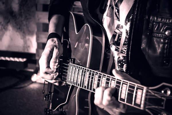 Guitar Techniques: Single Note Tremolo