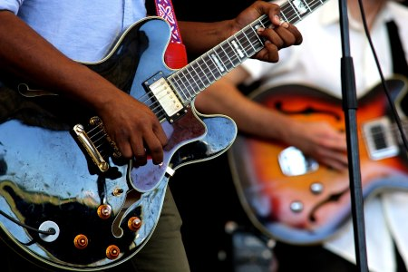 How to learn guitar: learn songs first